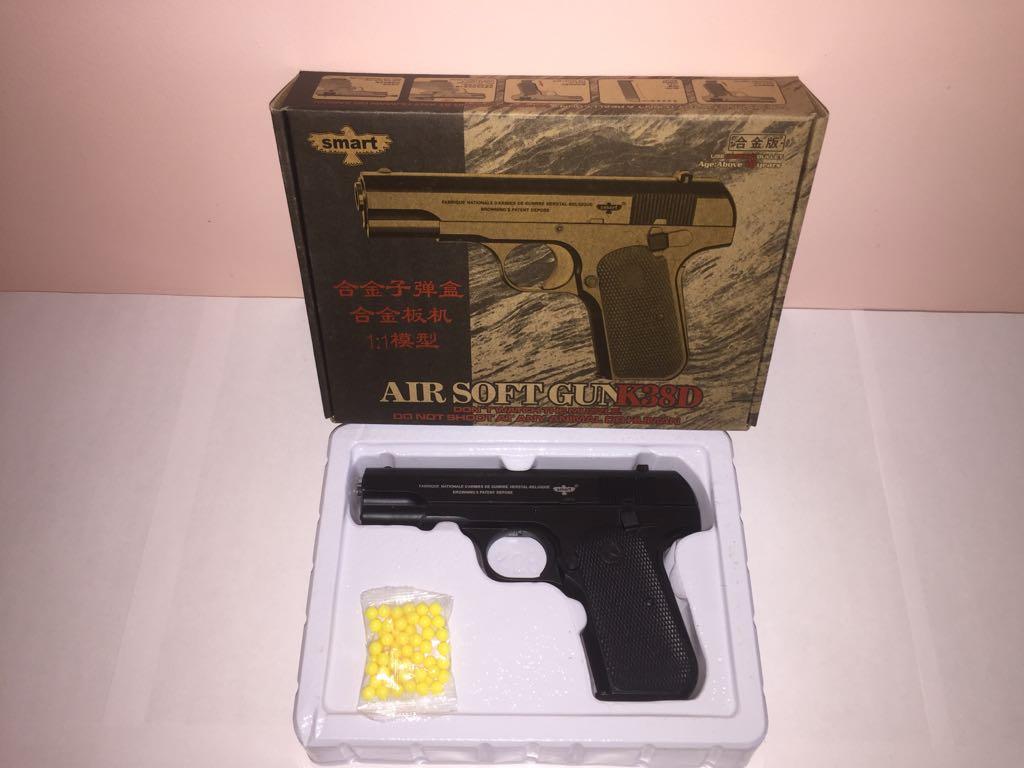 Детский металлический пистолет,с пружинным механизмом,стреляет шариками.(К.38D) Размер упак.22см*16см*4,5см.