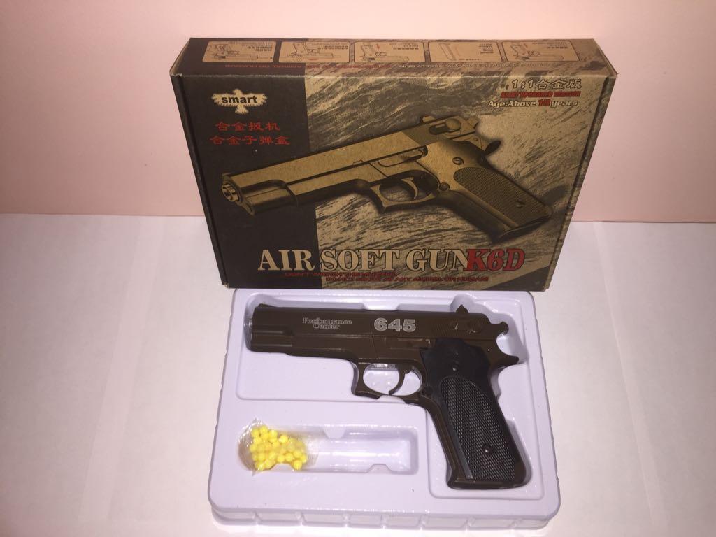 Детский металлический пистолет,с пружинным механизмом,стреляет пласт.шариками.(К.6D) Размер упак.24см*17см.4,5см.