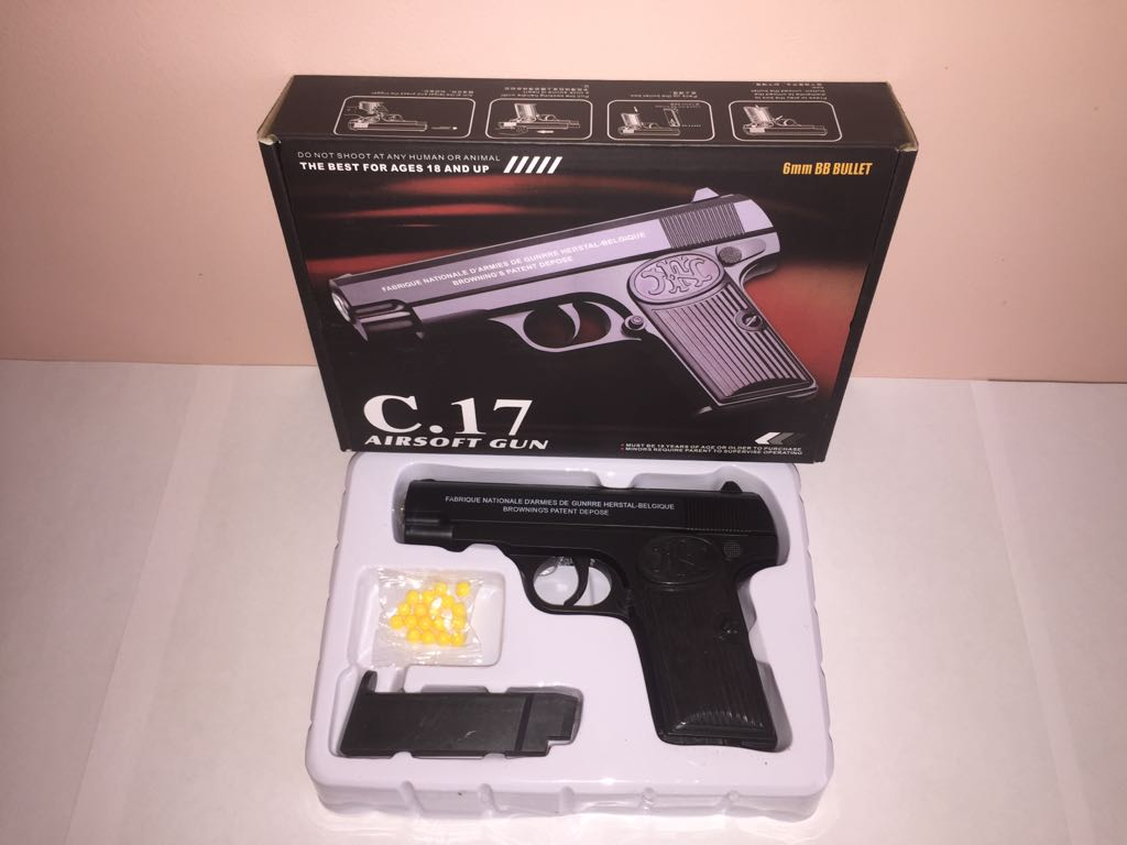 Детский металлический пистолет,с пружинным механизмом,стреляет пласт.шариками.(С.17) размер упак.21см*15см*4см.