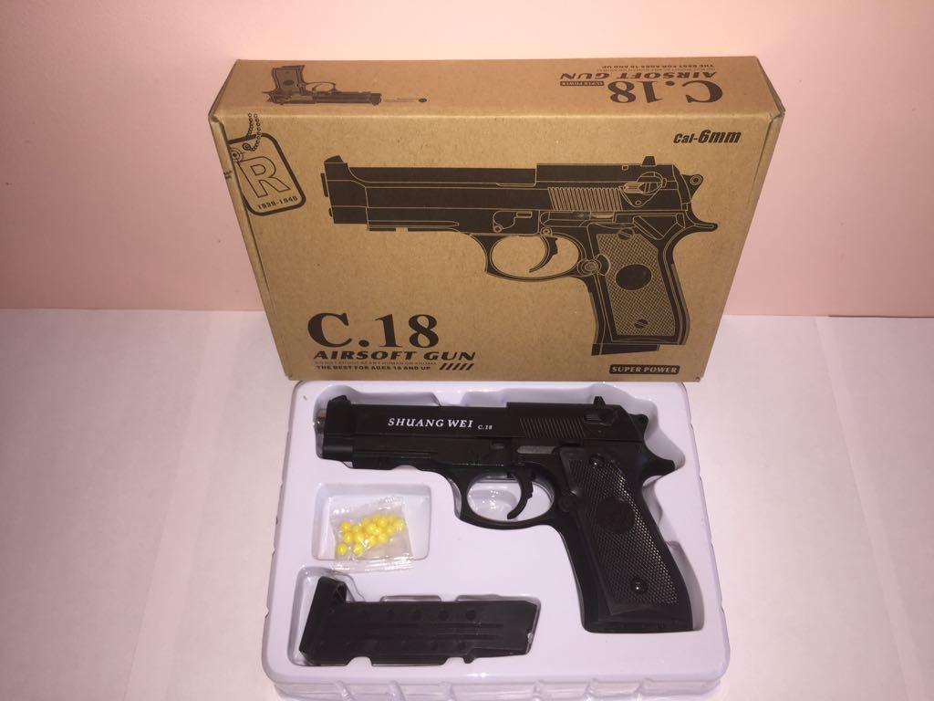 Детский металлический пистолет,с пружинным механизмом,стреляет пласт.шариками.(С.18) Размер упак.16,5см*23см.*4,5см.