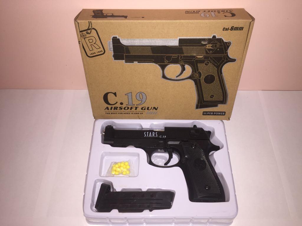 Детский металлический пистолет,с пружинным механизмом,стреляет пласт.шариками.(С.19) Размер упак.23см*16,5см*4см.
