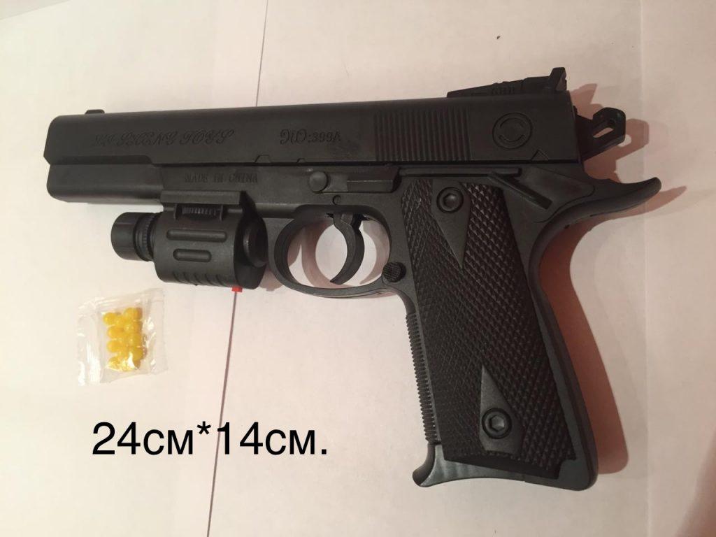 (Р) Пластмассовый пистолет,стреляет пласт.пульками+лазер+фонарик.в пакете.Арт.399А.